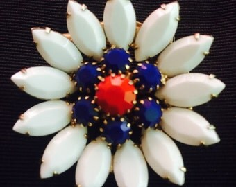 1950s - 1960s Red, White and Blue Rhinestone Daisy Brooch