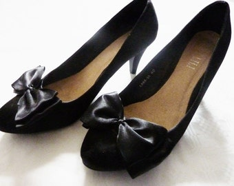 Satin Pumps with Bow