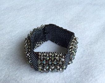 Rippled shape bracelet.