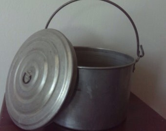 Small Round Metal Lunch Pail
