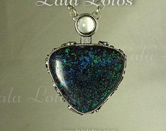 Full Moon opal bendant.