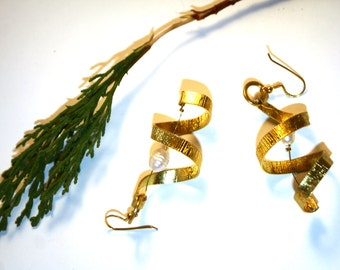 Spiral earrings with gold plated silver hooks and pearls