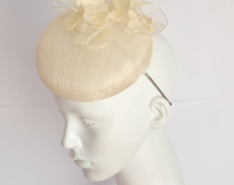 Bride headdress. Handmade sinamay pillbox perfect for your spring wedding . Bridal sinamay headdress.