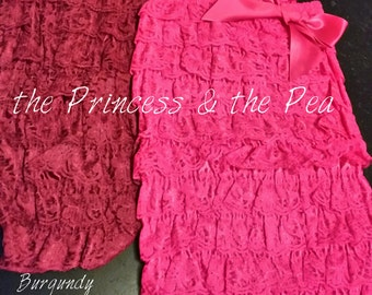 Various adorable lace ruffle rompers with corresponding coloured stain bow perfect for cake smashes (this listing is for size small only)