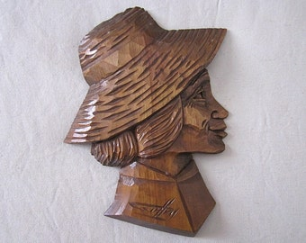 Profile of woman on sculpture, wood / Robert Geoffroy / Suspension wall sculpting by hand.