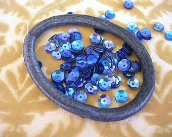 Vintage Sequins Strand Dark SAPPHIRE Indigo BLUE AB Cupped 6mm couture lot full strand rainbow