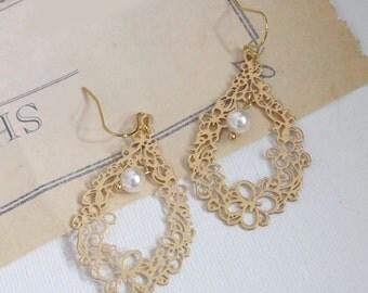 Gold Floral Earrings. Flower Filigree Teardrop and Swarovski Pearl earrings. Wedding Bridal Bridesmaid Ear Jewelry