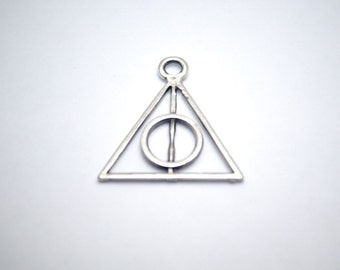 1pc- Matte Silver plated matte , triangle  charm-35x30mm (423-035SP)