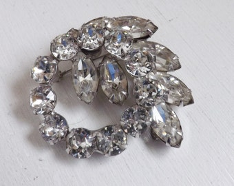 Vintage Juliana D & E style rhinestone brooch or pin silver tone circle wreath and leaf design with clear crystals