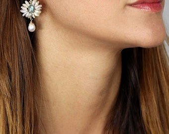 Labradorite Earrings, Labradorite Flower Earrings with Keshi Pearl, Pearl Jewelry, Bridesmaid Earrings