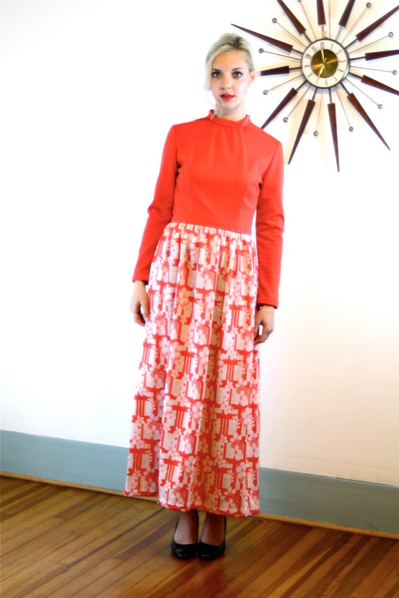 1970s Maxi Dress/ Long Hippie Dress/ Vintage Gown/ Bright Tomato Red/ White Flowers/ Long Sleeve/ High Collar/ 60s 70s MAD MEN Loungewear