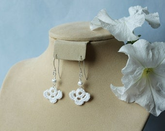 DISPLAY ITEM SALE. Half bloom/fan crochet dangle earrings, with pearl.