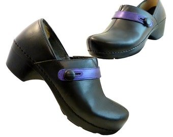 Dansko Black Purple Leather w Button // Hand Painted Professionals // Size 39 Eu 8 1/2 US // 7 UK // Fun Classic Comfort