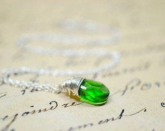 Kelly Green Wire Wrapped Necklace, Simple Green Necklace, Silver and Green Wired Necklace Green Drop Green Dangle Green Briolette Necklace