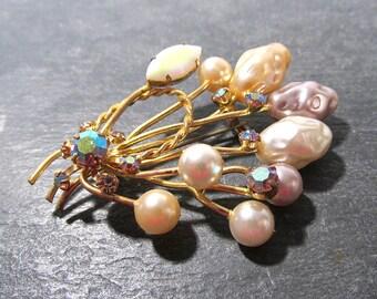 Pearl and Rhinestone Austrian Pin VINTAGE Aurora Borealis RHINESTONE Pearl Brooch Austria Ready to Wear Vintage Wedding Jewelry (F7)