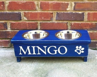 Country Dog Bowl Stand Personalize with your pets name. Includes Heart or paw print  4 inches tall  Two 1 pint bowls