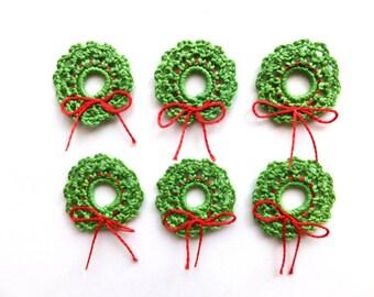 Crochet Christmas wreath applique - green wreath ornaments - winter wedding decorations - holiday decorations - holiday ornaments - set of 6