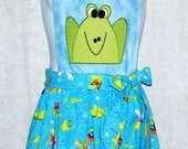 Green Frogs Ladies Apron, Funny, Cute Frog Face, No Shipping Charge, Ready To Ship TODAY, AGFT 430