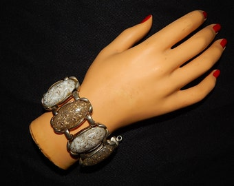 Large vintage 50's 60's gold metalflake glitter Lucite marbled white faux stones silver tone metal bombshell mod rockabilly bracelet