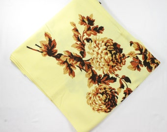 Vintage Autumn Tablecloth - Brown Dahlias / Mums on Lemon Yellow w/ Brown Napkins - Untagged Roslyn Chrysanthemum Pattern Table Cloth Set