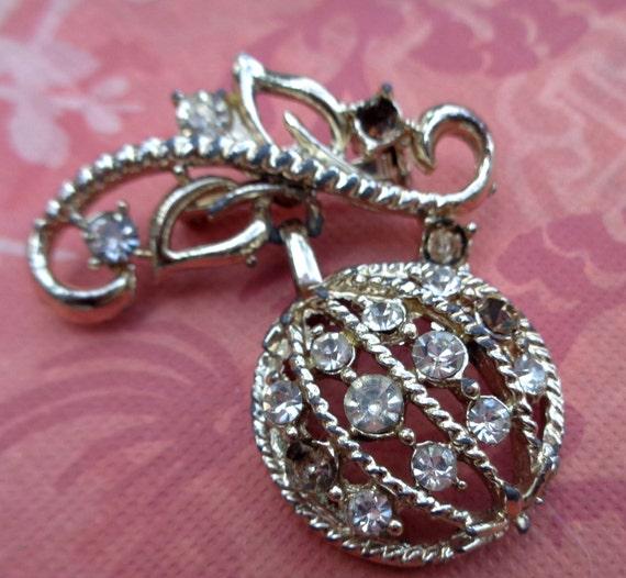 Vintage clear glass rhinestone brooch pin christmas