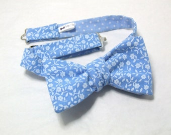 Bow tie by Bagzetoile, blue cotton fabric, natural white floral print, freestyle for men / ships worldwide from France