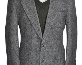 42 Short Well-Tailored Black and White Herringbone Tweed Blazer