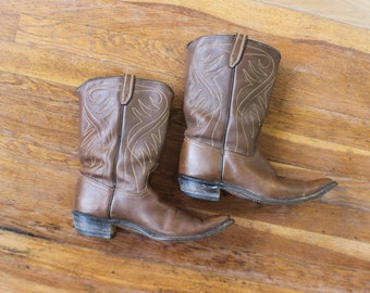 Size 8 Women's Cowboy BOOTS / Western Pointy Toe Brown Leather Boots / Vintage Size 38 1/2 Women's Shoes
