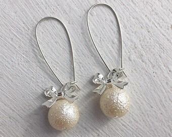 Pearl Earrings/Cream Pearl Earrings/Bow Earrings/Gifts For Her/Bridesmaid Earrings/Ecru Earrings/Off White Pearl Earrings/Bridesmaid Gifts
