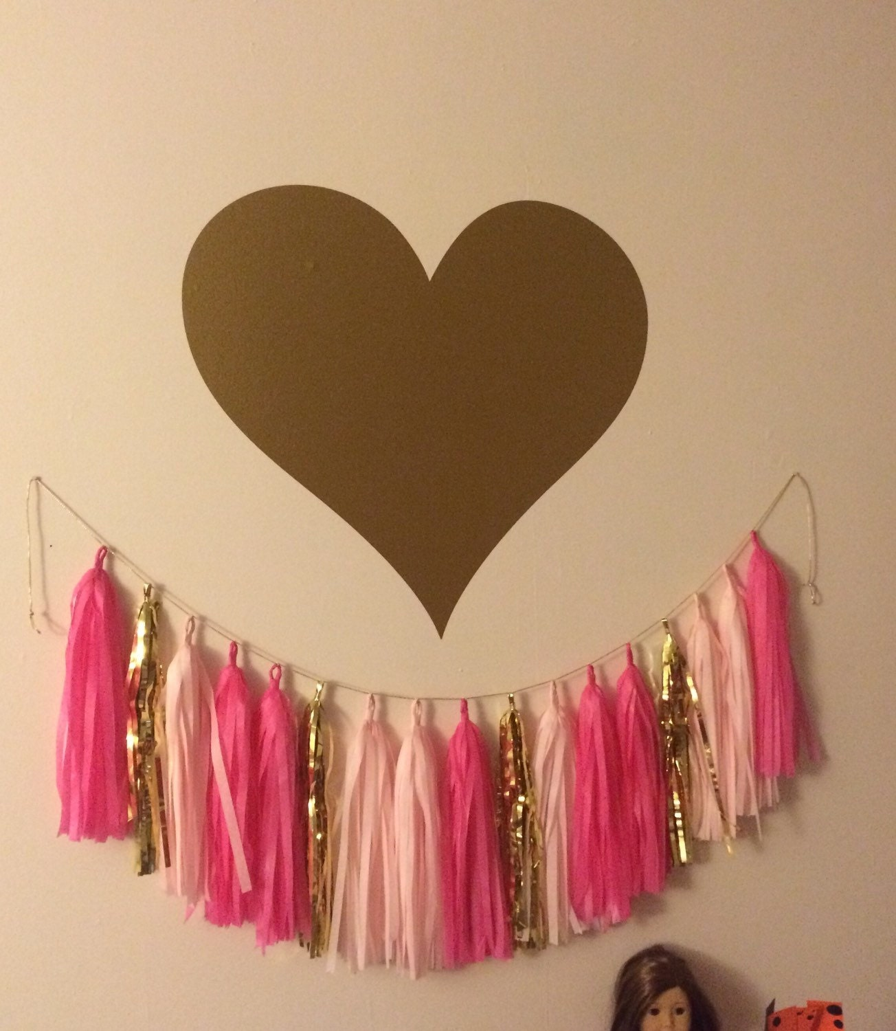Heart wall decal large gold heart decal girls nursery bedroom for Cute gold heart wall decals