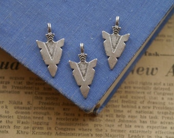 10 pcs Antique Silver Arrowhead Pendant Charms 31mm (SC2305)