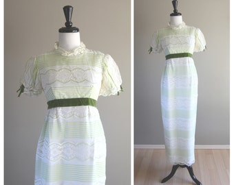Beautiful Pale Green and White Lace 1960s Vintage Empire Waist Dress / Bridesmaid Wedding