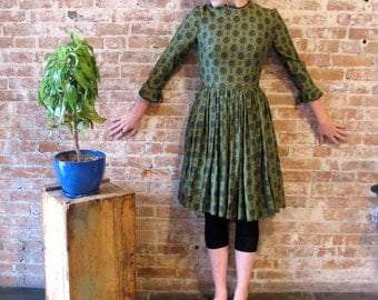 Vintage 1950s Green Cotton Dress Calico Print - Mad Men - Early 60s - Small - XS - 50s school dress - Full Skirt