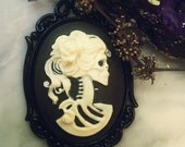 Skull Day of the Dead White Rose Cameo Pendant Necklace / Gothic Lolita Victorian Zombie
