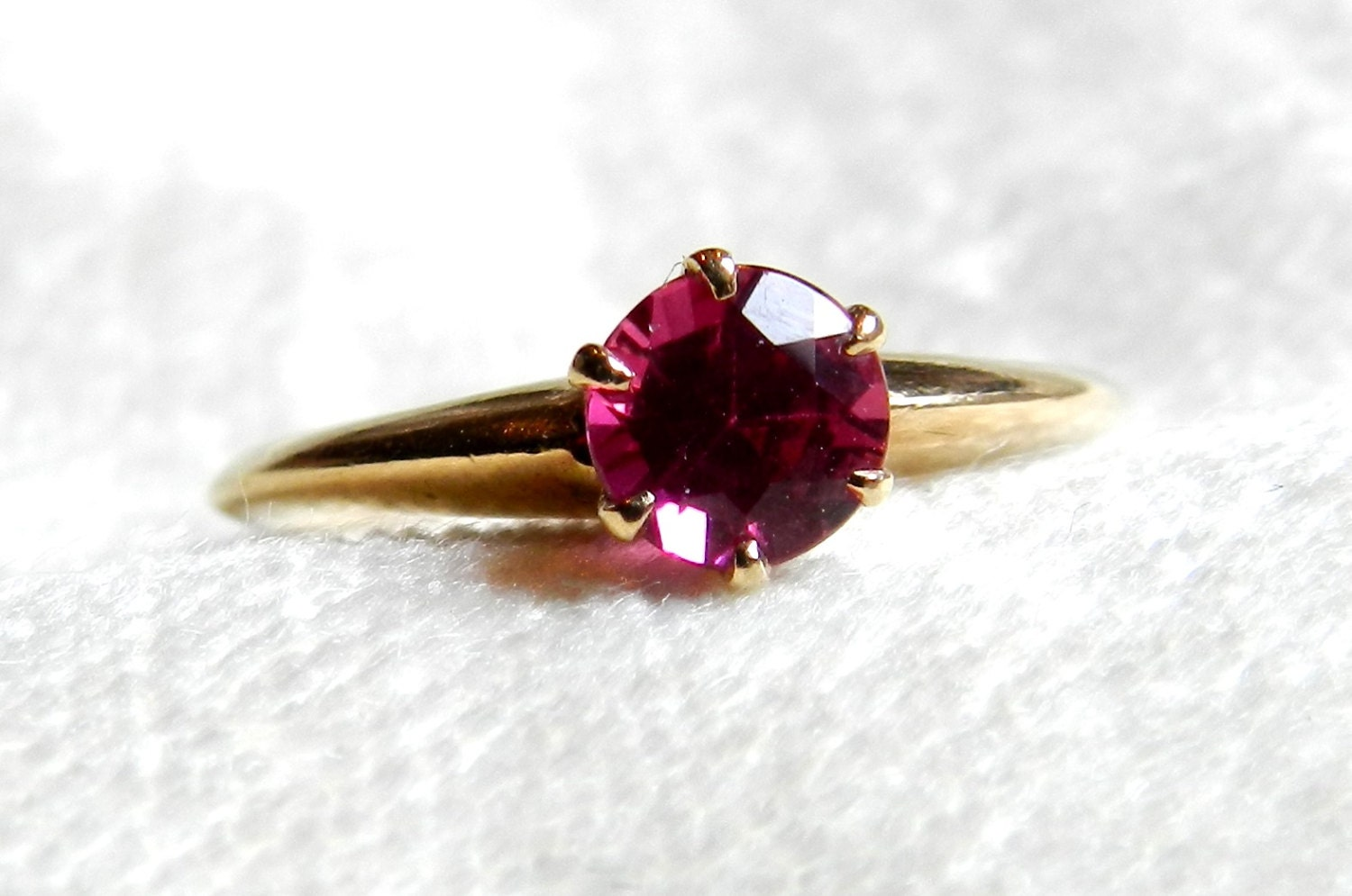 antique pink sapphire engagement ring claw set circa 1910s