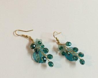 Gold Flower Earrings, dangle earrings, bridesmaid earrings, floral earrings gold, earrings dangle, bridesmaid gift, bridal earrings wedding