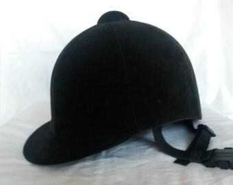 Vintage 1970's velvet riding helmet hat. Size 7 or 57 cm.