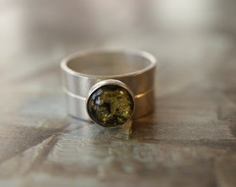 Silver Two Band Ring With 8mm Green Amber Stone, Dr Who Inspired Ring, Peter Capaldi Style Ring, Unisex Ring