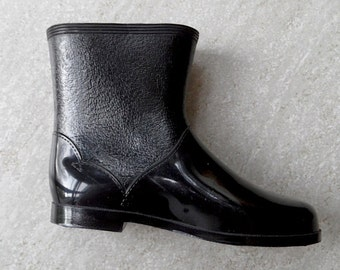 Give it some Welly! - Kids Retro Black Rain Boots - Size UK 8/ US 9