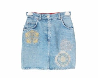 90s Gianfranco Ferre denim skirt, Chinese inspired grunge high waist designer washed faded jeans mini S M /Mini jupe jean Ferre années 90 38