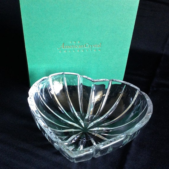 Vintage heart shaped crystal bowl valentines day glassware for Heart shaped jewelry dish