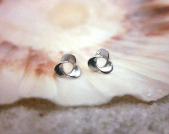 FREE SHIPPING* Sterling Silver Triangle Flower Stand Stud Earrings