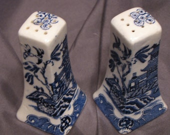 Blue Willow Salt and Pepper Shakers, Vintage, Made in Japan