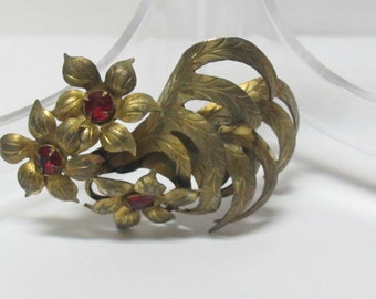 Brooch with  flowers and 3 red little stones