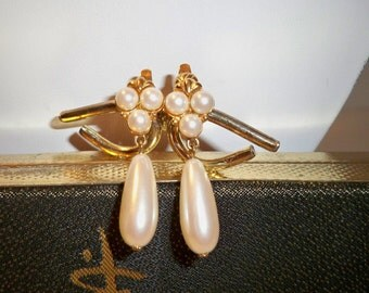 Pearl Dangle Earrings, Vintage Pearl Clip On Earrings, Pearl and Gold Earrings with 3 Pearl Cluster & Pearl Drop Dangle Mother's Day Gift