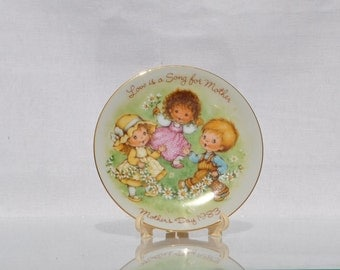 Vintage Avon Mothers Day Plate Love is a Song For Mother 1983 Miniature Plate, Avon Collectible, Gift for her,  Mom, Mother, Mother's day