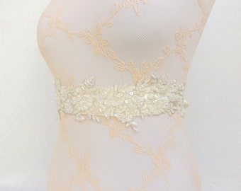 Ivory bridal sash belt. Embroidered lace flowers sash belt. Floral wedding sash. Beaded lace sash.