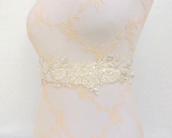 Ivory bridal sash belt. Embroidered lace flowers sash belt. Floral wedding sash. Beaded lace sash.