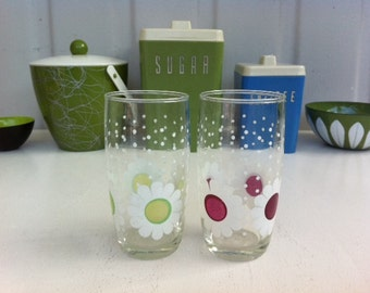 Mod flower tumblers | Cute, Mid-Century drinking glasses with Retro, 1960's daisies and dots | Retro barware.