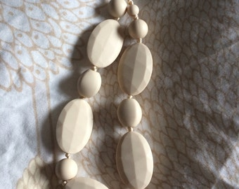 Teething jewelry - silicone teething necklace for mom